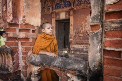 Novices monk vipassana at temple .