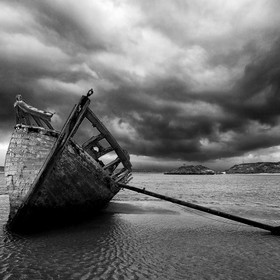 Bad weather approaching over the wreck, Donegal.