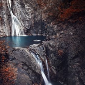 "This is Nunobiki Falls, a very beautiful and popular set of waterfalls located close to downtown Kobe. It is considered one of the greatest ""..."