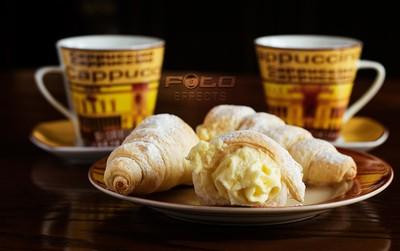 Crispy Creamy Cannoli