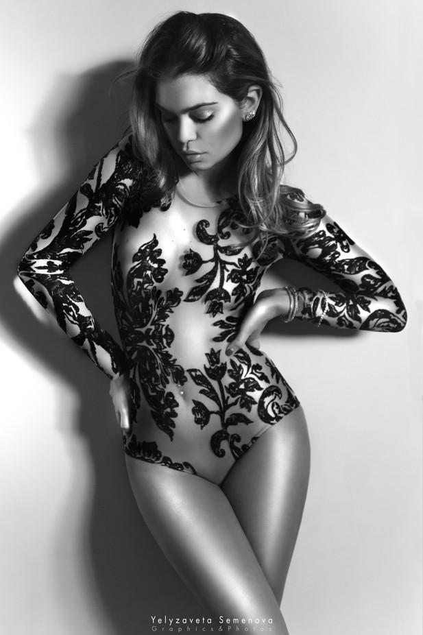 Elegance by YelyzavetaSemenova - Sexy Photo Contest
