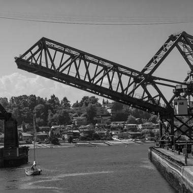 Lock RR Bridge Closing