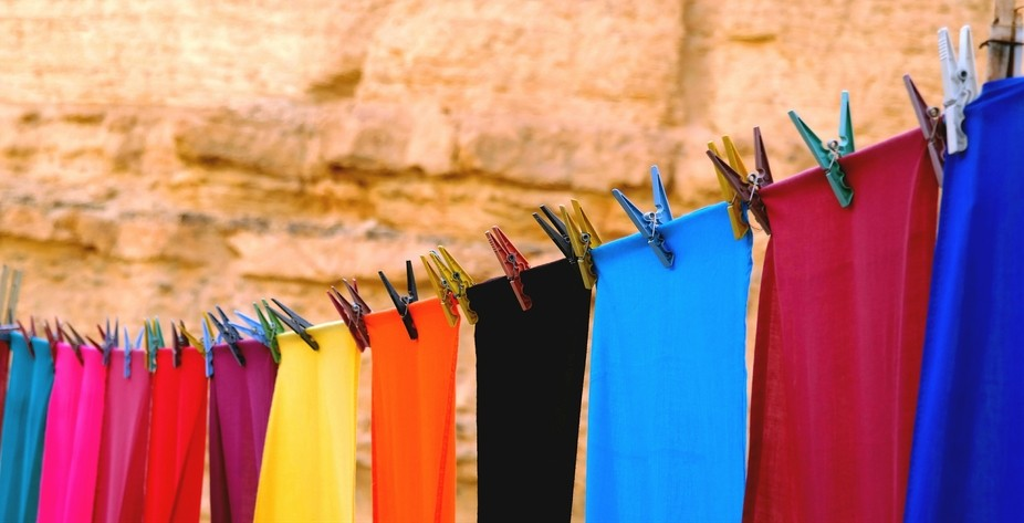 In the hot and dry weather of Tunisia, a rainbow of colorful sheets were delightful !
