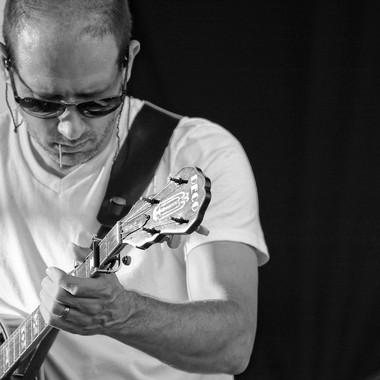 Michael Arlen Bont (banjo)