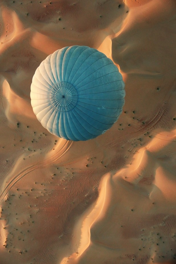 Balloon by dpinard - Landscapes And Sand Photo Contest