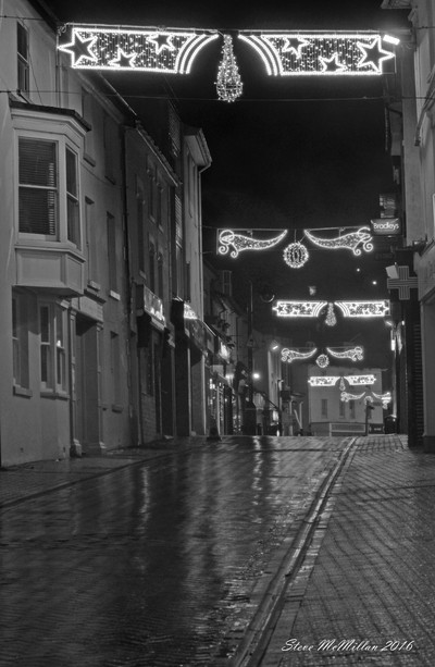 rainy christmas evening on Fore Street