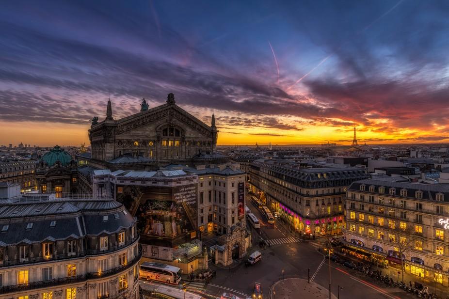 Coucher de soleil sur Paris et l'Opéra Garnier vu des Galeries Lafayette Haussmann. On ...