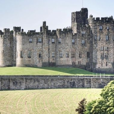 "Alnwick Castle was the location used for Hogwarts Castle  in ""Harry Potter and the Philosopher's Stone"" and ""Harry Potter  and the Chambers of Secrets"".  It wa s also used for ""Robin Hood, Prince of Thieves"" and ""Elizabeth"""