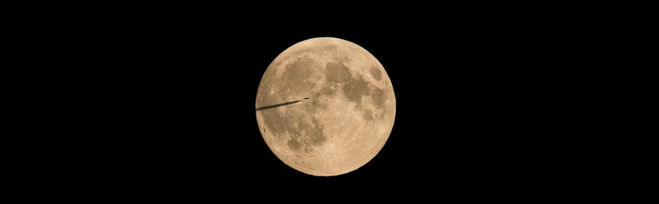 Lucky Shot wile i am watching start of bloodmoon 2016 airplane crosed my way haha .