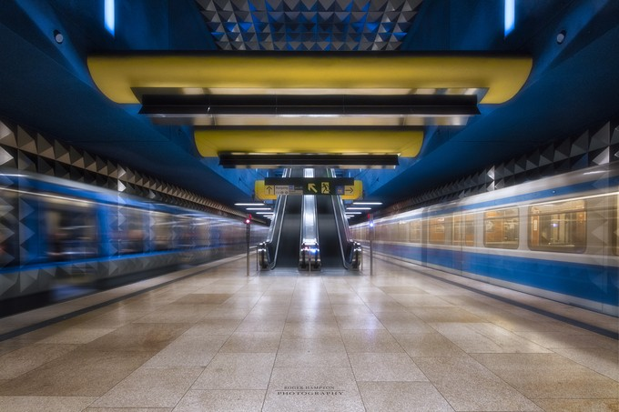 OEZ - coming and going by rogerhampton - Public Transport Hubs Photo Contest