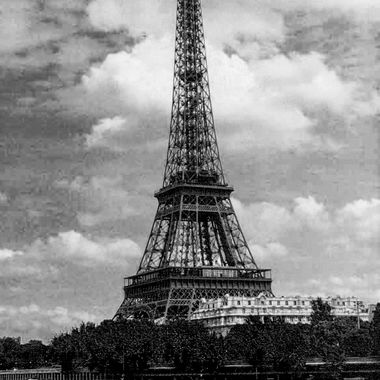 B and W Eiffle Tower