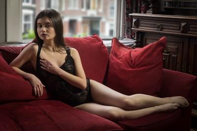 Janna Evstafeva : Reclining beauty