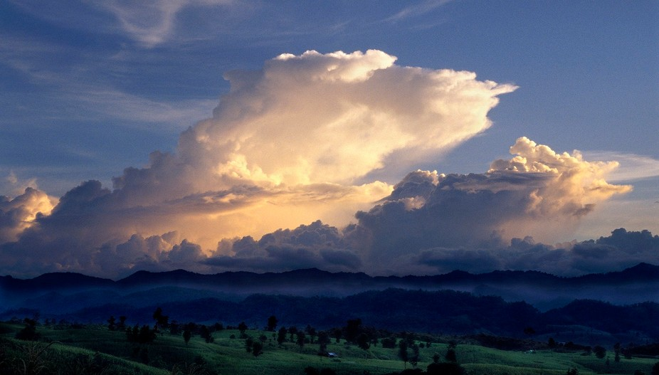 (C) Elmer Laahne 2017. Cumulus sunset, Thailand and Myanmar border.