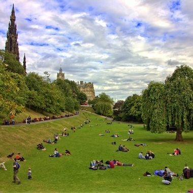 I took this photo in the year 2015, when we were in Edinburgh for the summer with family. We decided to walk around in the city when we came to this park. This is one of the photos that I took that day.