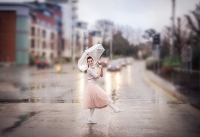 Outlite_Photography_Dancing in the rain