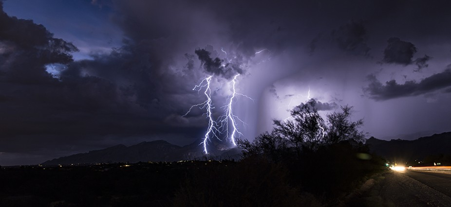 A fine pair of lightning strikes in harmony