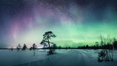 Illuminated skiing tracks