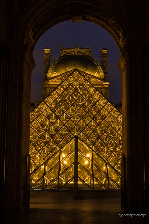 Pyramide de Louvre at night by grahamgall - Paris Photo Contest