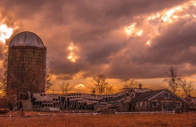 Broken down barn in Deerfield, NH
