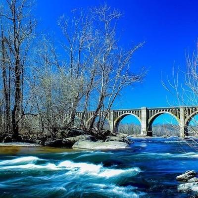 The James River at Pump House Park. #rva#river#landscape#trees#whitewater#trainbridge#bridge#water#bluesky#blueskies#outdoors#blue#riverside#vaphotographer#vaphotography#park#parklife#canon#canonrebel#photography#blueskylovers#vatcp