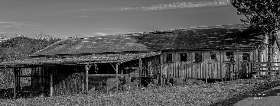 An old barn along the road.