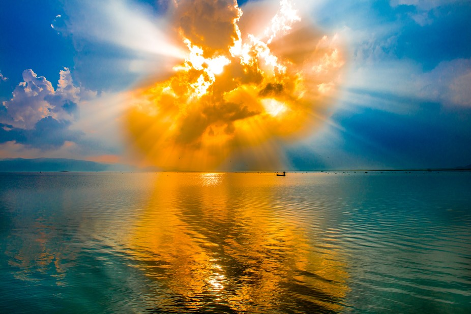 Explosion of the sun!  This picture has won the Nordic National Geographic months blind shots com...