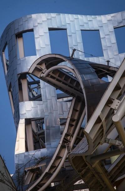 Architectual Apocalypse - the Brain Institute in Las Vegas