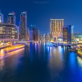 Night walks through Dubai can you allow you to photograph everything, everywhere you look is just amazing.