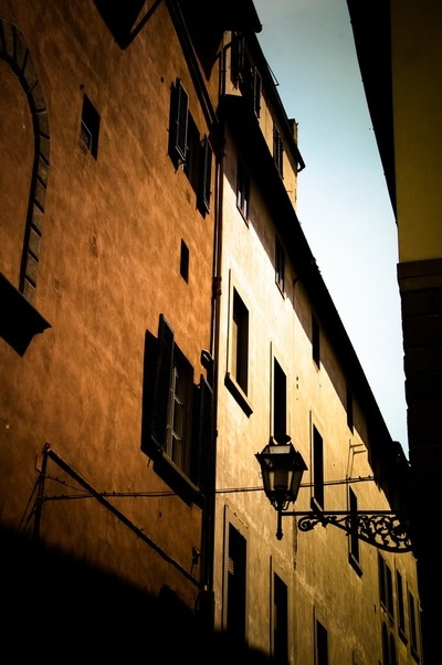 Evening sun in the alleyways of Florence, Italy