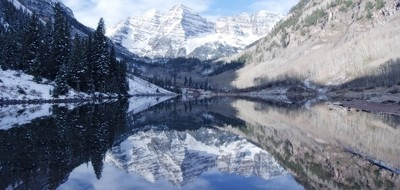 Maroon Bells in winter - Panoramic view