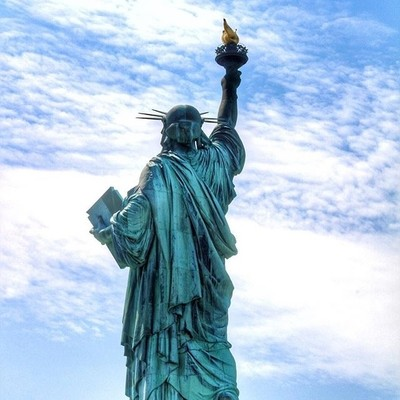 Standing tall, breaking the shackles, carrying a book and the flame of freedom. #statueofliberty #liberty #libertyisland #newyork #newyorkcity #newjersey #iloveny #4thofjuly #4thjuly #birthday #independenceday #usa #vsconewyork #vscocam #vsco #canon_offic