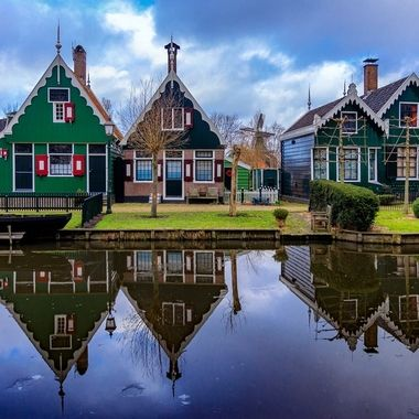 Zaanse Schans is a neighborhood of Zaadam, near Naandijk in the Netherlands. It has a collection of well-preserved historic windmills and houses. This is a museum community with seven house museums.