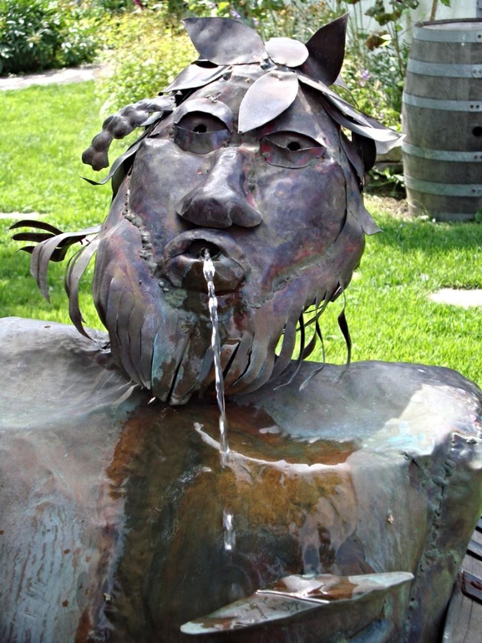 Sculpture du jardin du Vignoble Isle de Bacchus, Île d'Orléans, Québec, Canada