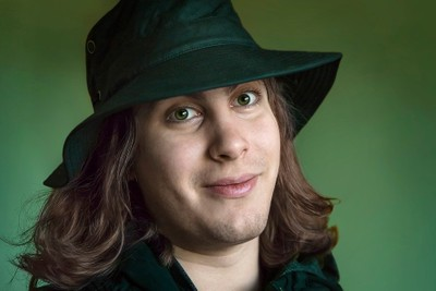 Green eyes under green hat