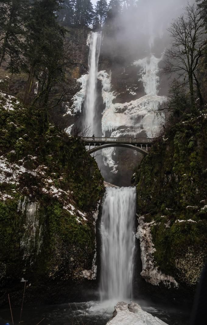 Icy Multnomah falls (1 of 1)