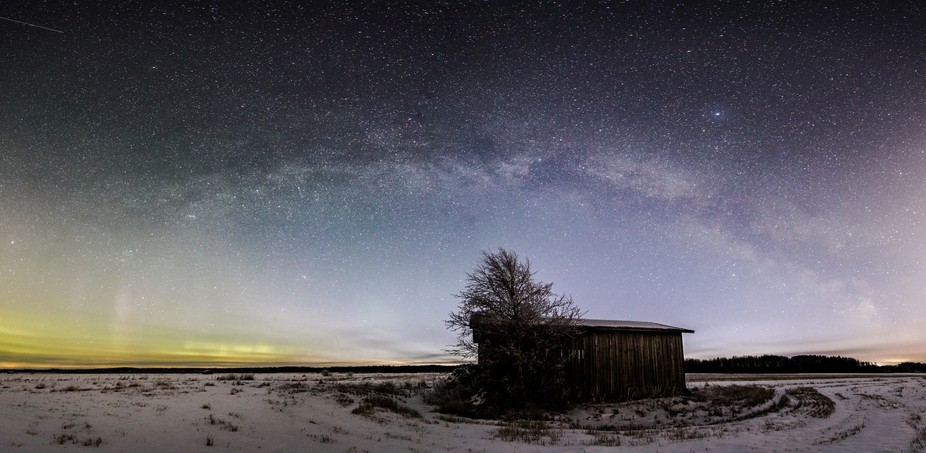 Fading aurora give way to rising Milky Way, with traditional Finnish Southern Osthrobothnian barn...