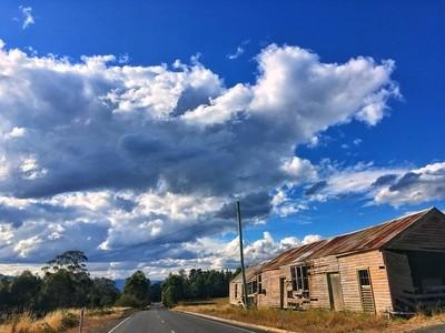 Countryside #roadtrip #countryside #clouds #cloudsofinstagram #cloudporn #shed #roadsideshed #discovertasmania #tasmaniagram #hobartandbeyond #instatassie #tassiepics #tassie #hobart #southerntasmania  #tassiestyle #australiagram #focusaustralia #ig_disco