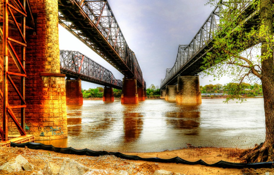 The 3 Main Bridges that cross the Mississippi River from Memphis to Arkansas