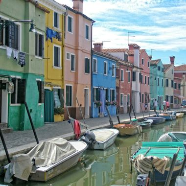 I took this photo while me and my family were visiting Venice, in Italy in the year 2007. We went to the island Murano to see the colored houses and the glass factories.