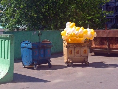 447 - trash container for disposal of air :)
