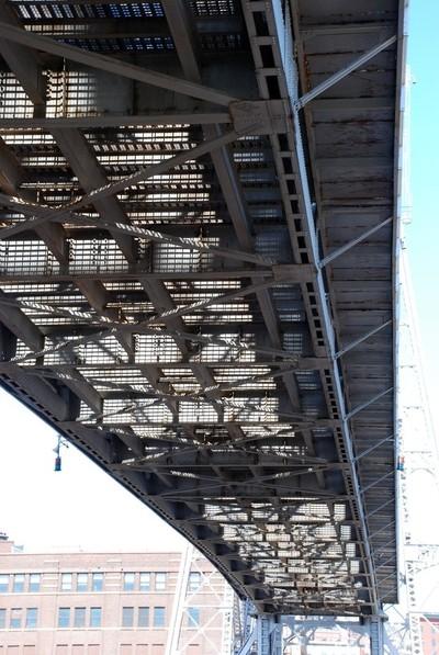 Under Liftbridge Steel Grid 2017 0429