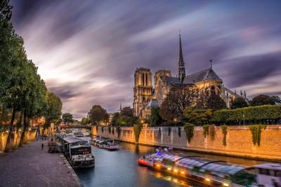 Notre Dame fake long exposure