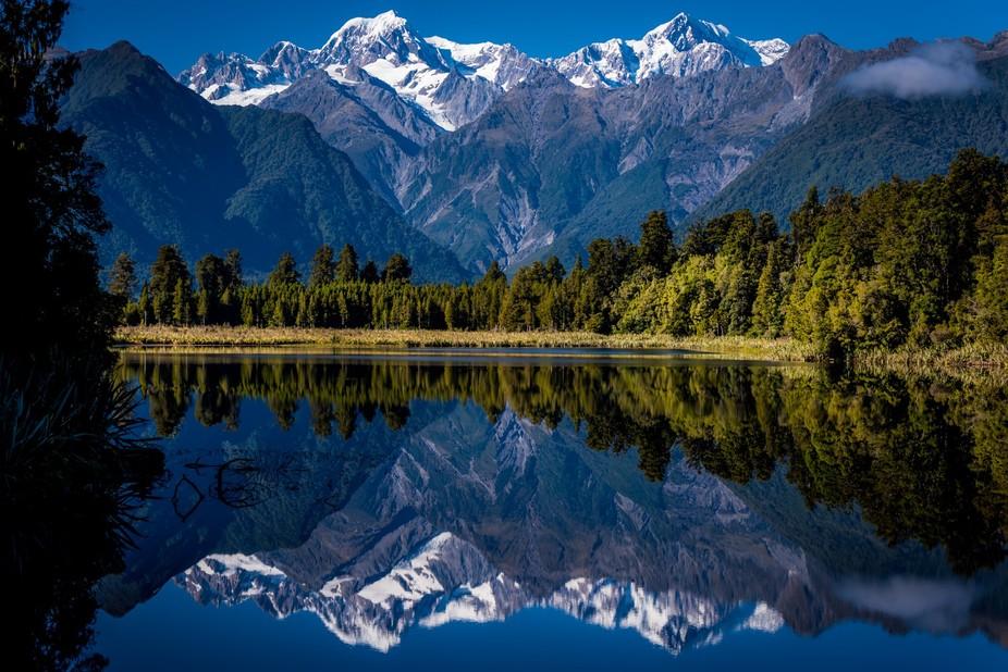Lake Mapourika, New Zealand  Instagram: @whitevintagetravel