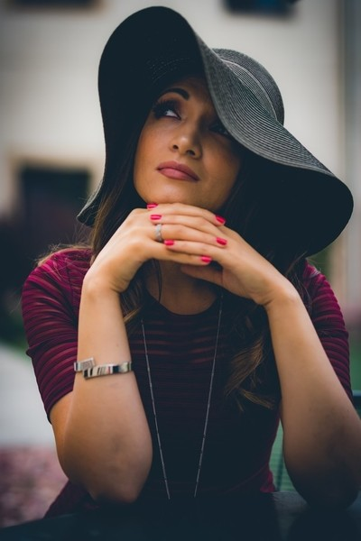 Portrait Lady with Hat v1