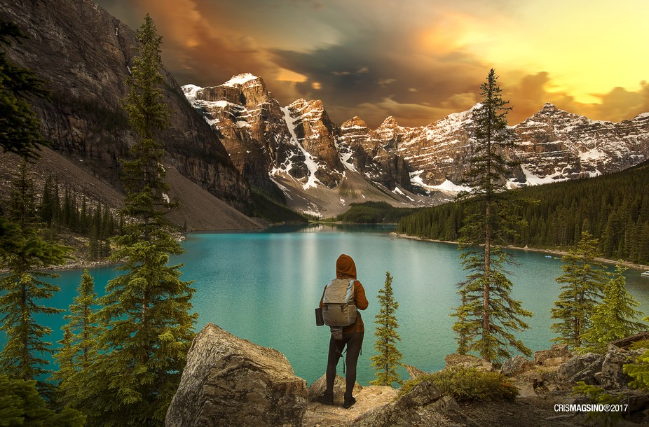 Amazing sunset overlooking Moraine lake