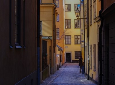 Sheltering down a Yellow Alley in Stockholm