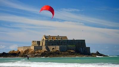 Kiteboarding by St Malo coast