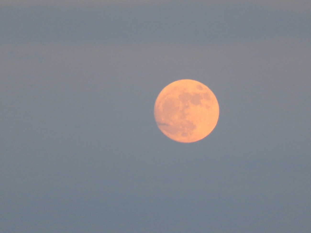 Super moon over Little Lake Harris. Beautiful colors and size.