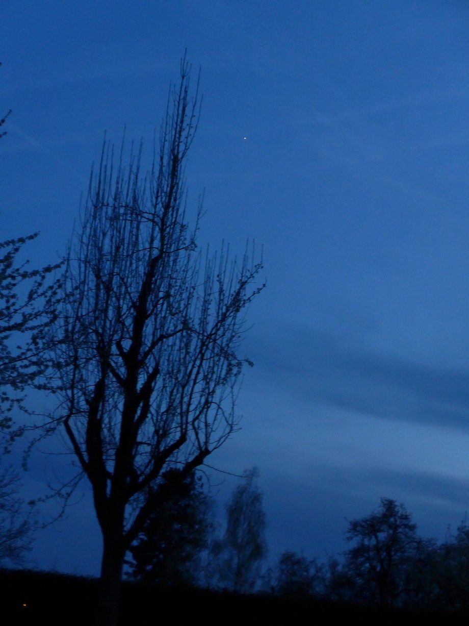 This picture is from the farms surrounding Echterdingen, just after sunset.