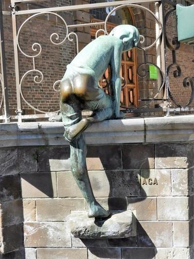 """Bronze sculpture """"Le Maca"""" in Wavre - Belgium"""